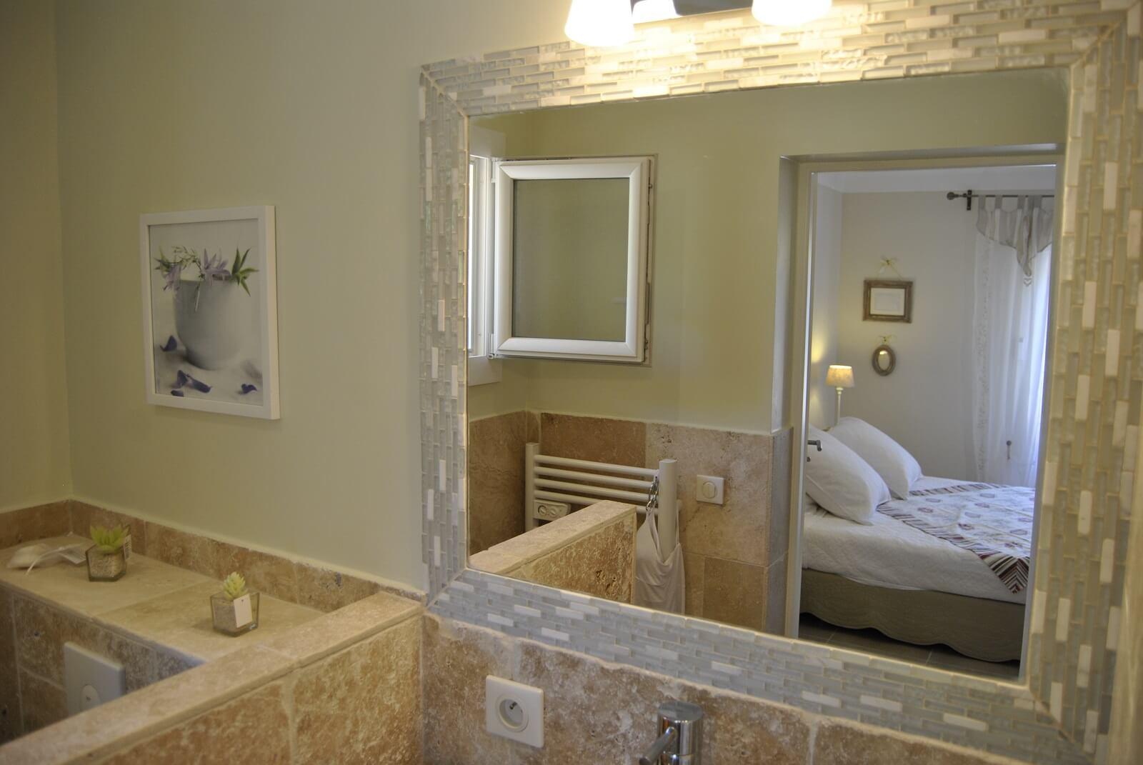 salle de bain de la chambre d'hote dans le Var nommée Fleur de Coton à Forcalqueiret